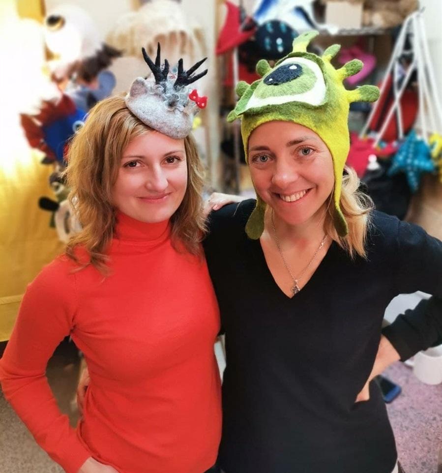 Мария и Яна развивают общее шляпное дело в Киеве