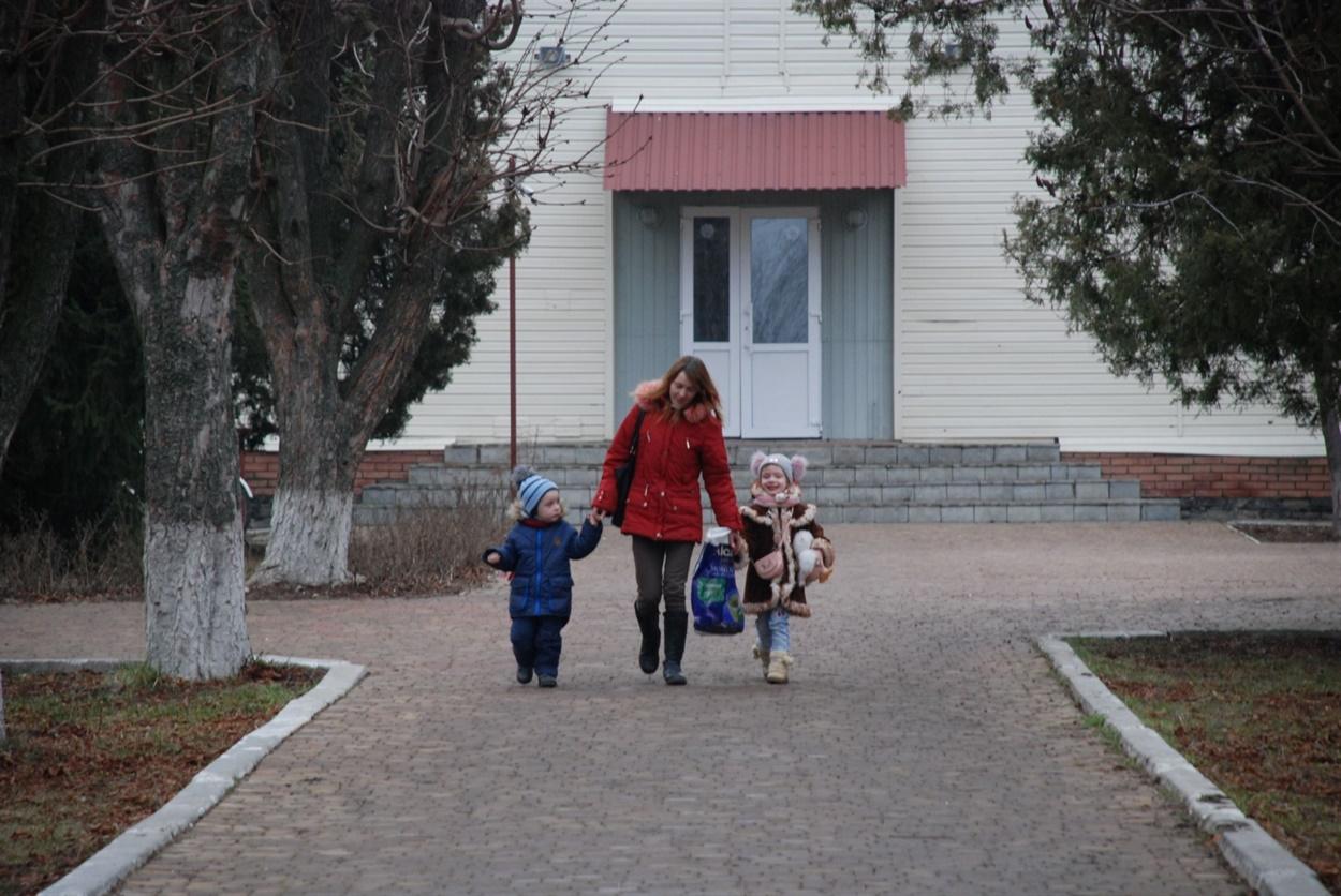 Семья Зинаиды Курловой переехала из Лопаскино в Сватово, чтобы не разлучаться с детьми, которым нужна школа