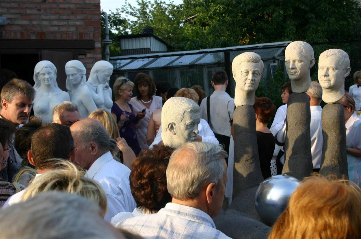 Вернисаж под открытым небом в Луганске: представлены работы Николая Шматько