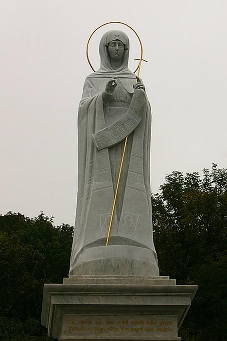Скульптура Пресвятой Богородицы в Святогорской лавре