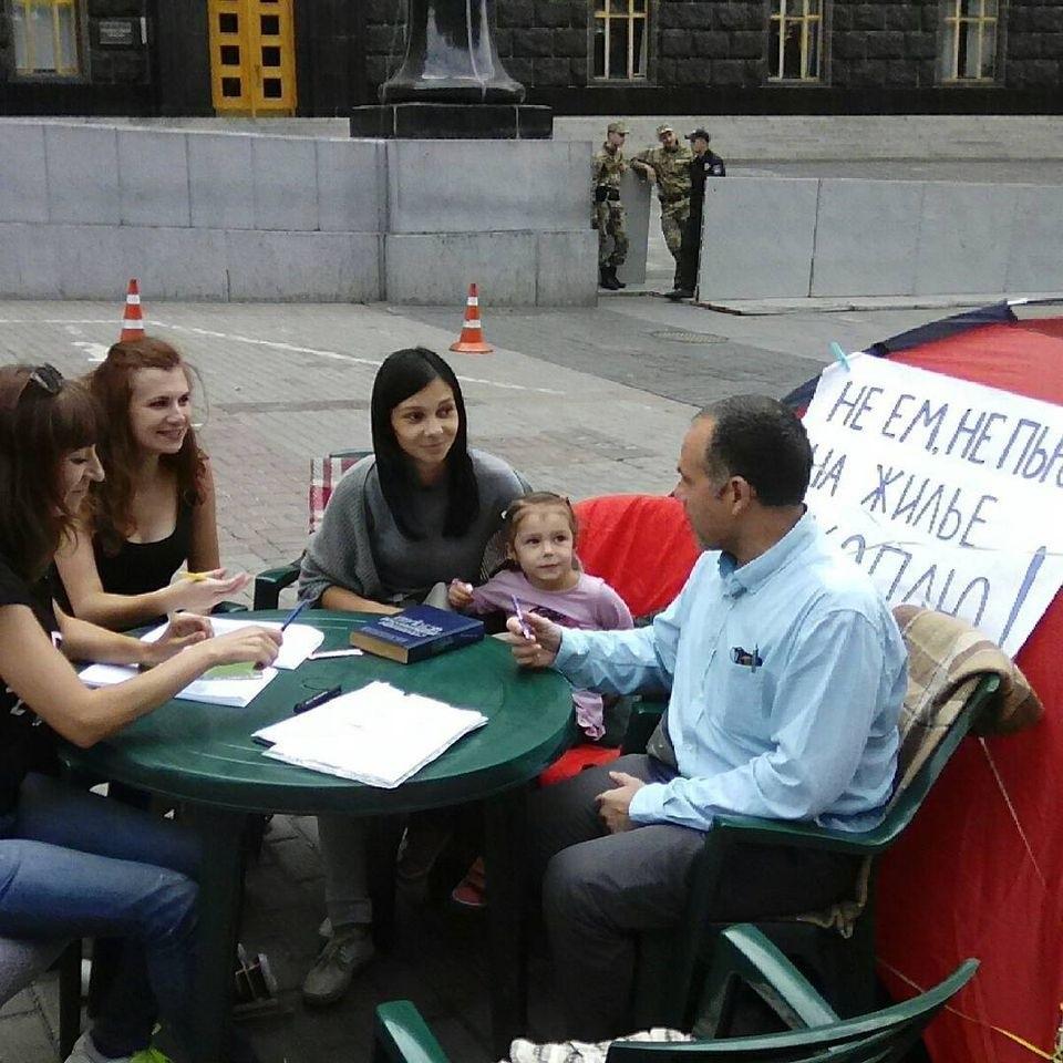 Юля во время голодовки под Кабмином