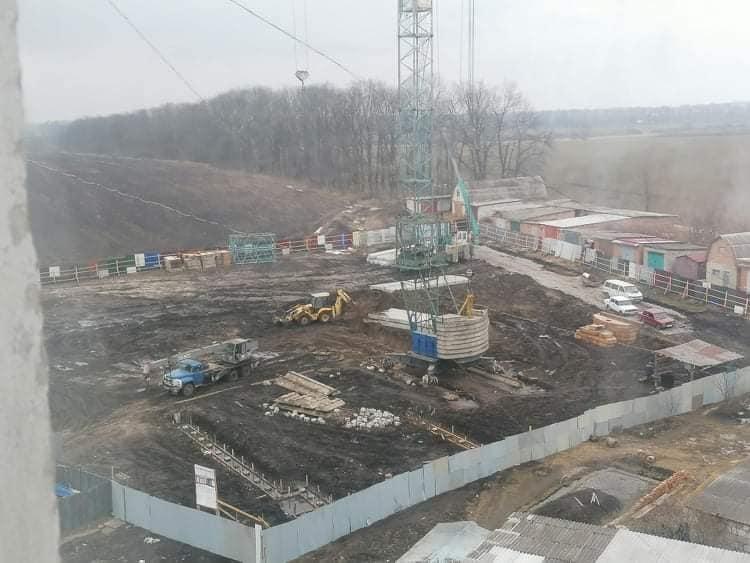 Стройплощадка на участке под дом переселенцев в  Виннице