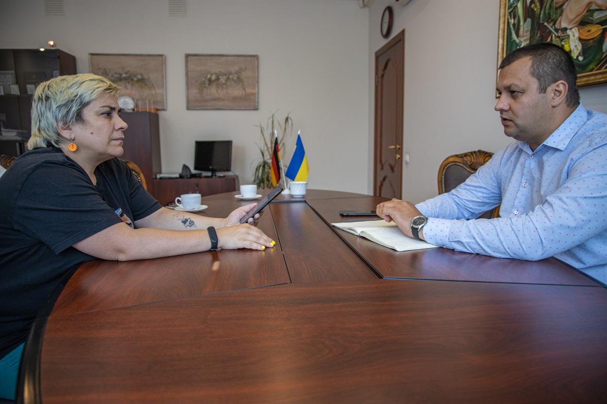 Інтерв'ю з  головою Держмолодьжитла Сергієм Комнатним