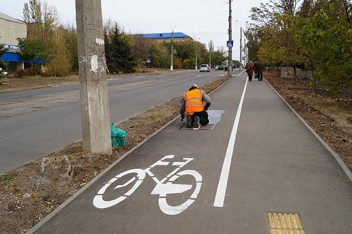 Велодорожки обустроили забрав часть дорог у пешеходов